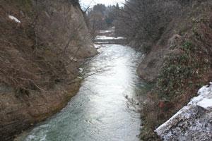 美しい清流・小国川を残そうとインターネット署名サイトChange.orgでは1万人の賛同者が署名した。