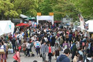 天候にも恵まれ、会場は多くの人で賑わった。