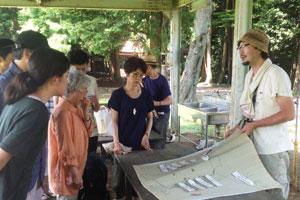 外部の見学者向けに行われるツアーには、環境問題を学んでいる大学生、仕事に役立てたいという会社員まで様々な立場の人が参加する。