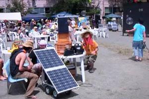 毎年、行われるひかり祭りで使う電力はすべて再生可能エネルギーでまかなっている。(出展:「日本のトランジションタウン事例集」DVDより)